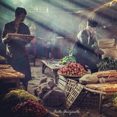 #human_interest #traditional_market #photography #indonesia #instagram Street Photography People, London Street Photography, Photography Women, Traditional Market, Cool Photos, About Me Blog, Indonesian Cuisine, Black And White, Journalism