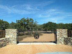 Custom metal swing style driveway gate with custom centerpiece artwork