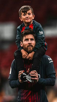 Lionel Messi with son FC Barcelona - Soccer Photos Fc Barcelona, Lionel Messi Barcelona, Barcelona Football, Barcelona Sports, Football Player Messi, Messi Soccer, Nike Soccer, Soccer Cleats, Soccer Sports