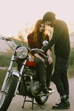 18 ideas for motorcycle photography men awesome Motorcycle Engagement Photos, Motorcycle Photo Shoot, Mountain Engagement Photos, Motorcycle Photography, Engagement Pictures, Wedding Pictures, Engagement Outfits, Engagement Shoots, Engagement Photography