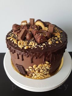 Chocolate Drip Cake Birthday, Birthday Cake, Just Cakes, Drip Cakes, Berries, Food And Drink, Pudding, Sweets, Cookies