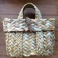 Learn Basket Making in 1 Day at The Goodlife Centre Flax Weaving, Willow Weaving, Weaving Art, Weaving Patterns, Basket Weaving, Hand Weaving, New Crafts, Hobbies And Crafts, Sorry Gifts