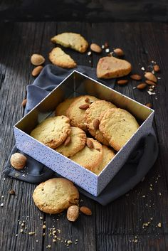 Dorian cuisine.com Mais pourquoi est-ce que je vous raconte ça... : Cookies très amandes parce que... c'est bon les bons cookies ! Dorian Cuisine, C'est Bon, Tea Time, Stuffed Mushrooms, Dairy, Cookies, Treats, Cheese, Vegetables