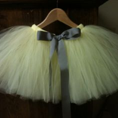 I love making these tutus! And I made this one for my Lil girls Easter outfit. Hope all of you enjoy.