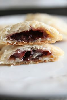 Bite Size Strawberry Nutella Mini Pies! I made this yesterday, it is so easy and yumi!!