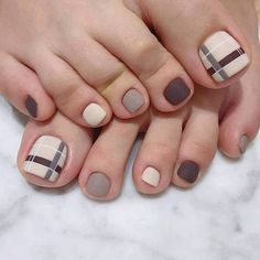 To show off some beautiful feet, see these 50 designs pedicure. Regardless of the day, season or occasion, feet always . Simple Toe Nails, Pretty Toe Nails, Cute Toe Nails, Cute Acrylic Nails, Pedicure Designs, Manicure E Pedicure, Toe Nail Designs, Toe Nail Color, Toe Nail Art