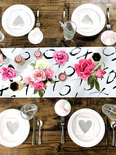 Valentine's Day party for the girlfriends in your life #valentinesday #valentine #tablesetting #tablescapes #brunch #mimosa #brunchideas