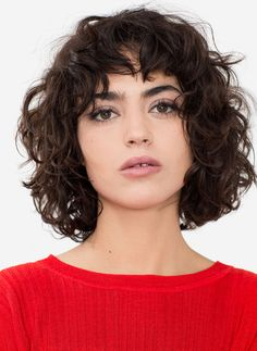 Vintage Hairstyles With Bangs Wavy hair with bangs Curly Hair Styles, Curly Hair With Bangs, Short Wavy Hair, Curly Hair Cuts, Hairstyles With Bangs, Natural Hair Styles, Wavy Lob, Thick Hair, Trendy Hairstyles