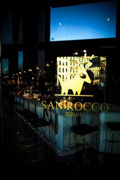 Erleben Sie eine gemütliche Atmosphäre im San Rocco Berlin und lassen Sie sich von unser Team verwöhnen. Das einzigartiges Ambiente und die mit Liebe zubereiteten Speisen lassen keine Wünsche offen. Das San Rocco Berlin erwartet Sie mit seinem mediterranen Essen, leckeren Cocktails und ausgewählten Weinen.  Wir freuen uns auf Sie!