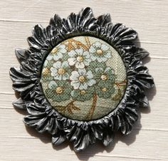 $12.95 Finestra Button Borders create a custom ambiance for your home decor projects.  Easy to use and available in 3 beautiful finishes.     Pewter     Old World Gold     Theater Antique Gold shop.homefashionsu.com