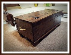If you have some pallets in your home and you are thinking to throw them out then please switch to recycled pallet furniture plans as it will help you a lot in Recycled Pallet Furniture, Pallet Furniture Plans, Pallet Furniture Designs, Furniture Projects, Wood Projects, Pallet Designs, Recycled Wood, Pallet Storage, Wood Storage Box