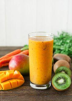 idée smoothie au goût tropical, un mix tropical de kiwi, mangue et carottes