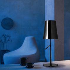 FOSCARINI   Lámpara sobremesa de diseño color negro cromado. #iluminación #decoración