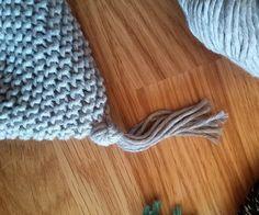 Bonnet de bébé lutin   Oui Are Makers Baby Hats Knitting, Free Knitting, Knitted Hats, Leprechaun, Screen Printing, Crochet, Pattern, Aurora, Art