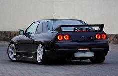 ALBUM: Various Nissan Skyline R33 GTRs