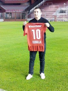 Cebolla Rodriguez es jugador de Independiente http://independientesincensura.blogspot.com.ar/2015/07/cristian-rodriguez-estoy-feliz-porque.html
