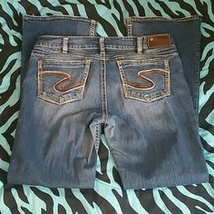 Silver Jeans 32/34 Silvers with a brown and Navy S symbol. Suki bootcut, EUC! Tag says 34/34 but they fit more like a 32/34. No flaws and still in great condition!  Feel free to make an offer! :) Silver Jeans Jeans Boot Cut