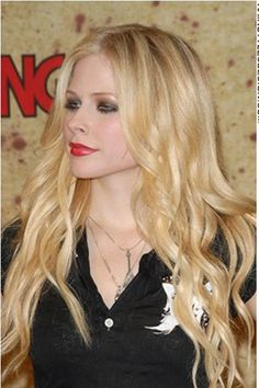 Avril Lavigne as a blonde ❤️