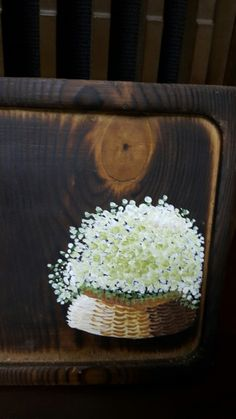 바구니에 안개꽃바구니 한가득 안개꽃이 탐스럽게 가득가득~ 젊은시절에 유난히 안개꽃을 무척이나 ... Fabric Painting, Fabric Art, House Painting, Painting On Wood, Flower Tattoo Designs, Flower Designs, Wood Tags, Diy Signs, Decoupage