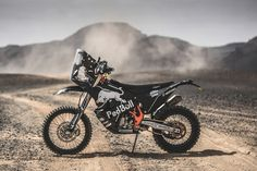 The new KTM 450 Rally bike makes its race debut Moto Enduro, Ktm 690 Enduro, Enduro Motorcycle, Motorcycle Luggage, Ktm 450, New Ktm, Ktm Factory, Rallye Raid, Bike Rally