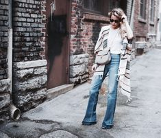 I'm loving Mary's look! The flared denim with poncho style cover. Hi Fashion, Fashion Looks, Happily Grey, Street Style Summer, Bell Bottoms, Spring Summer Fashion, Stylish Outfits, Ideias Fashion, Women Wear