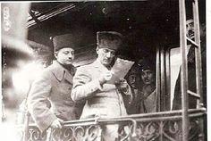 HERKES İÇİN LÜZUMLU BİR İHTAR Muzaffer Kılıç anlatıyor: Erzurum'dan kongre için Sivas'a geldiğimizde, Mustafa Kemal'in karargahı olarak, Sivas lisesini hazırlamışlardı. Paşa, kendisine hazırlanan odaları dolaşırken, yatak odasında, karyolanın arkasında bulunan sarı satırlı atlas yastık gözüne ilişti. Yastığın üzerinde, koyu renk bir ibrişimle işlenmiş şu beyit vardı: Cihanın cahına mağrur olup incitme insanı. (Dünyanın şaşasıyla gururlanıp incitme insanıları) Süleman-ı zaman olsan bırakırsın…
