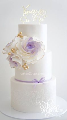 Featured Wedding Cake: Cakes 2 Cupcakes; www.cakes2cupcakes.com.au; Wedding cake idea.