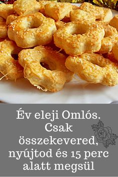 Csak összekevered, nyújtod és 15 perc alatt megsül. #omlós #sós Smoothie Fruit, Savory Pastry, European Cuisine, Salty Cake, Hungarian Recipes, Wedding Desserts, Food Humor, Appetisers, Other Recipes