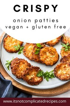 Learn how to make these delicious Vegan and Gluten-Free Onion Patties. Crispy, flavoursome and so easy! A great appetizer, ideal for entert. Great Appetizers, Appetizer Recipes, Dinner Recipes, Healthy Appetizers, Lunch Recipes, Drink Recipes, Vegan Recipes, Delicious Recipes