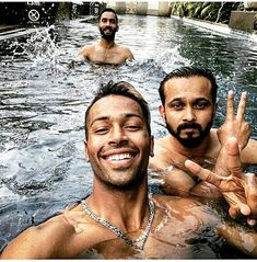 Hardik Pandya Shirtless In Six Pack Abs With Hot Body In