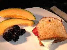 Omg this web sight is the shizzzznit Sandwich on Coconut Paleo Bread Recipes Weight Loss Smoothie Recipes, Green Smoothie Recipes, Smoothies, Paleo Recipes, Bread Recipes, Yummy Recipes, Julian Bakery, Paleo Breakfast, Breakfast Ideas
