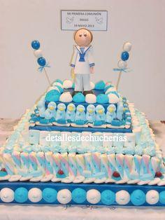 TARTAS DE COMUNION   Encarna nos encargo una tarta gigante de comunión para su nieto Diego con un muñeco de comunión y las gominolas favorit...