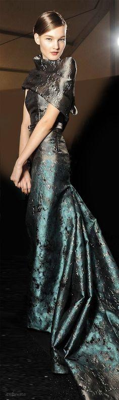 Carolina Herrera Repinned by www.pinterest.com/trishahoque