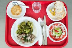 What French Kids Eat For School Lunch (It Puts Americans To Shame!) What French Kids Eat For School Lunch (It Puts Americans To Shame! French Kids, French Food, French People, Healthy Kids, Healthy Snacks, Healthy Recipes, Healthy Menu, Kids Lunch For School, School Lunches