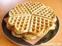 """Havremel er mel laget av havre - vårt kanskje aller sunneste kornslag! Denne oppskriften på """"Havremelsvafler"""" står på baksiden av pakken med """"Bjørn Havremel"""", som fås kjøpt i de fleste store matvarebutikkene. Kjempegode, myke vafler! Waffles, Baking, Breakfast, Food, Morning Coffee, Bakken, Waffle, Meals, Backen"""