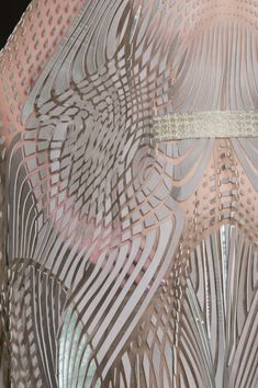 Iris Van Herpen at Couture Spring 2018 - Details Runway Photos 3d Fashion, Colorful Fashion, Fashion Details, Couture Fashion, Fashion Design, High Fashion, Fashion Outfits, Op Art, Elie Saab Couture