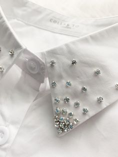 Faux Shirt Collar with Starburst Rhinestones : Hey Girlboss, this is for YOU! This is a fashionable faux shirt collar! Bead Embroidery Patterns, Bead Embroidery Jewelry, Shirt Embroidery, Embroidery Fashion, Hand Embroidery Designs, Beaded Embroidery, Sewing Patterns, Diy Fashion, Ideias Fashion