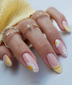 Cute Spring Nails, Spring Nail Art, Cute Nails, Flower Nail Designs, Nail Designs Spring, Short Almond Nails, Short Nails, Long Nails, Yellow Nails Design