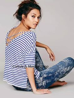 camisa de rayas azul marino espalda abierta