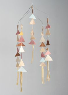 the leather triangle mobile - so easy to make! #diy #baby | diy, Innenarchitektur ideen