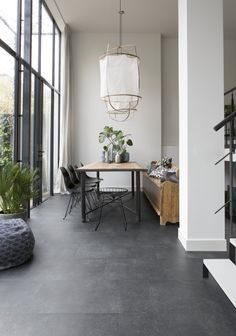 The Elegant Black XL tiles resemble black slate tiles and are extra large . - The Elegant Black XL tiles resemble black slate tiles and are extra large. To create a luxurious lo - Black Slate Floor, Grey Floor Tiles, Slate Tiles, Large Floor Tiles, Gray Floor, Dark Grey Tiles, Concrete Tiles Floor, Painting Concrete Floors, Slate Floor Kitchen