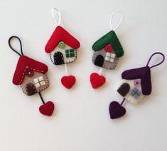 Felt Crafts Diy, Felt Diy, Diy Arts And Crafts, Craft Stick Crafts, Diy Crafts To Sell, Sewing Crafts, Felt Christmas Decorations, Christmas Crafts, Felt Keyring