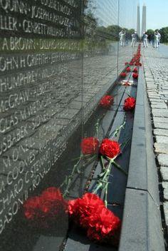 maya lins vietnam war memorial essay