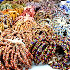 Bead Market in Koforidua, Amazing place! African Trade Beads, African Jewelry, Ethnic Jewelry, African Traditional Wedding, African Traditional Dresses, Ghana Travel, Bead Store, Accra, African Culture