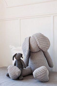 giant crochet bunny - intitiative handarbeit