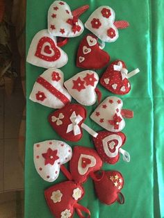 Handmade Christmas Decorations, Felt Christmas Ornaments, Christmas Crafts, Valentine Day Crafts, Holiday Crafts, Valentines, Fabric Hearts, Church Crafts, Crafts To Make And Sell