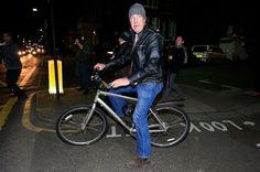 Jeremy Clarkson leaves his flat on a bike Jeremy Clarkson af1083661