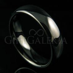 Aliança de Compromisso em Tungstênio Meia Noite com espessura de 6mm, formato cilíndrico e reto clássico, cor preta.