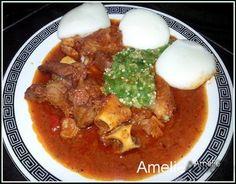 Une recette de sauce rouge ou ragoût de viande servi ave le Tô et du