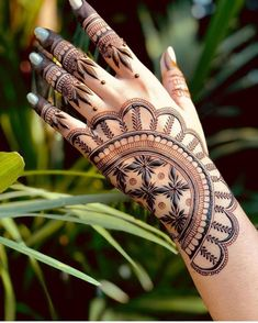 New Style Latest Bridal Mehndi Designs 2020 For Full Hands & Arms Henna Flower Designs, Henna Tattoo Designs Simple, Back Hand Mehndi Designs, Indian Mehndi Designs, Latest Bridal Mehndi Designs, Simple Arabic Mehndi Designs, Stylish Mehndi Designs, Henna Art Designs, Mehndi Designs For Beginners